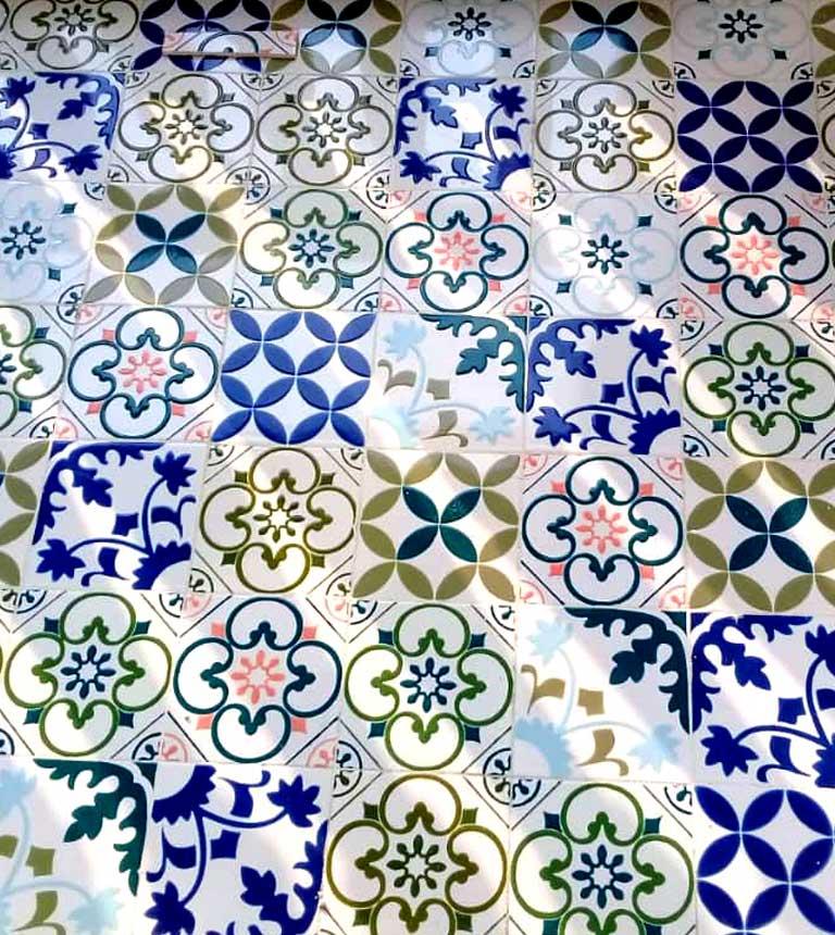 کاشی سنتی با طرح اسپانیایی- مراکشی
